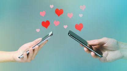"""We vertrouwen voor het eerst meer op internet dan op vrienden voor de liefde: """"Verleiden is makkelijker op pc dan op café"""""""