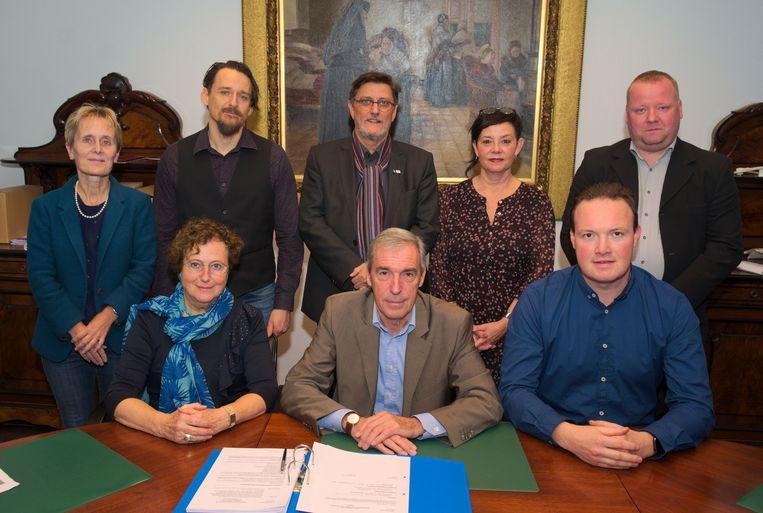 V.l.n.r. zittend: Annemie Muyshondt, voorzitter Werner Maerevoet, Bart Van Geyt; staand: Brigitte Caura, Vincent De Maeyer, Franky De Graeve, Ingrid Deschepper, Björn Van Asbroeck.
