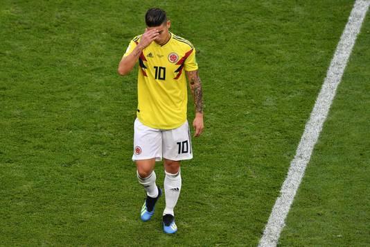 James Rodriguez verlaat geblesseerd het veld.