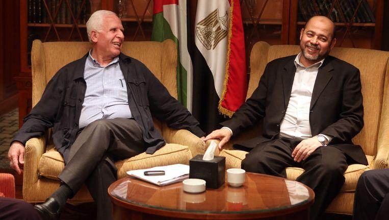 Fatahleider Azzam al-Ahmed en Hamasleider Moussa Abu Marzouk (R). Beeld epa