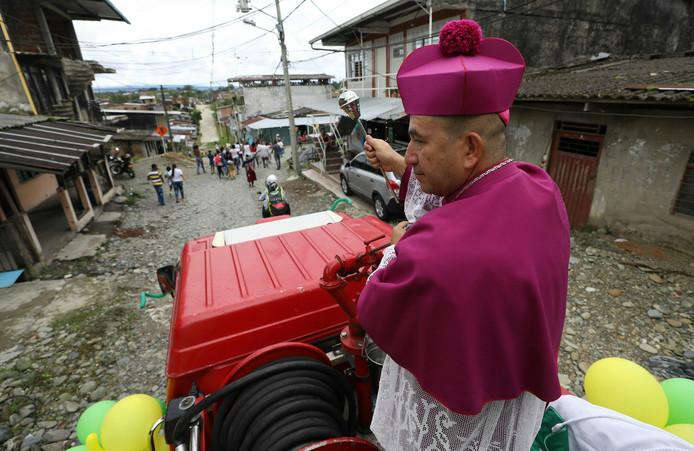 bénite - Colombie : de l'eau bénite pour exorciser une ville ?appId=21791a8992982cd8da851550a453bd7f&quality=0
