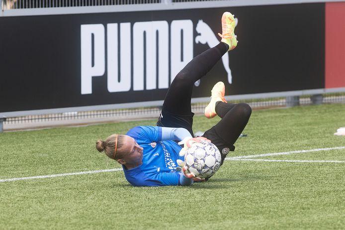 Sari van Veenendaal op de training van PSV.