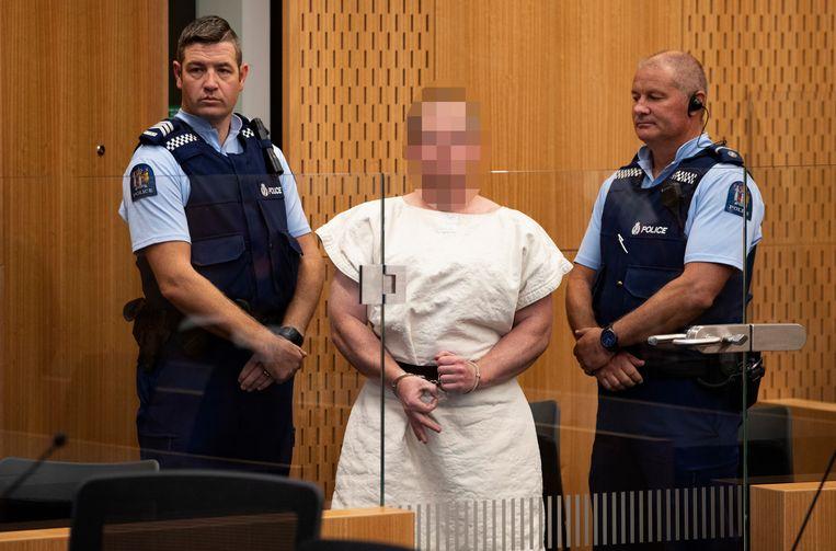 Brenton Tarrant, de dader van de aanslagen in het Nieuw-Zeelandse Christchurch, maakt het white power-gebaar.