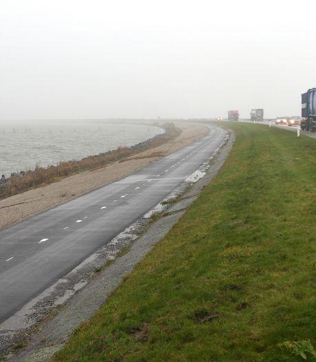 Dijk Lelystad-Enkhuizen vannacht al voor deel van het verkeer op slot: het gaat stormen