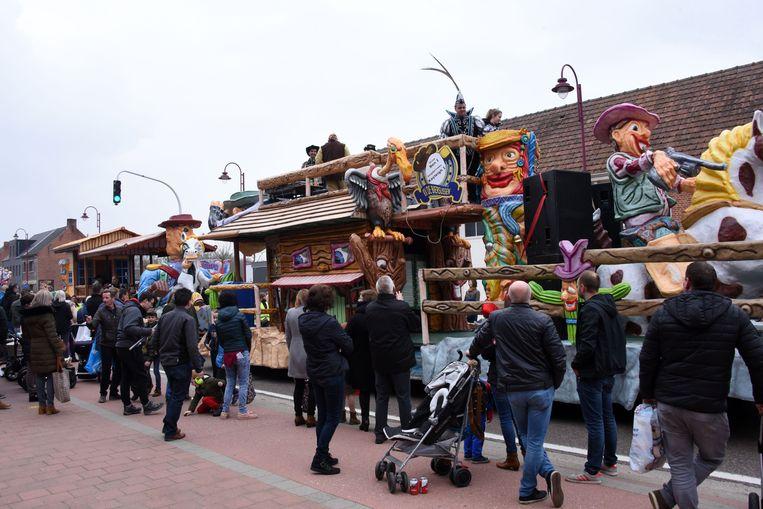 Carnaval Winkelomheide staat garant voor mooie praalwagens die de revue passeren.