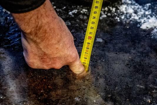 Maar liefst vijf centimeter ijs ligt er in Haaksbergen.