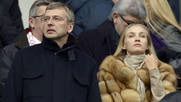 Dimitri Ribolovlev in maart van dit jaar bij een wedstrijd van AS Monaco (de vrouw op de foto is niet zijn ex-vrouw Elena). Beeld afp