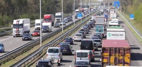 Drukte op Brabantse wegen door Pasen en ongelukken: flinke files rond Eindhoven