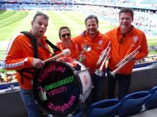 Dweilorkest uit Zutphen is doof voor kritiek op hun muziek bij Leeuwinnen: 'Het halve stadion doet mee!'