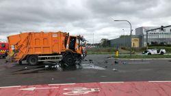 Drie agenten gewond na botsing tussen combi en vuilniswagen