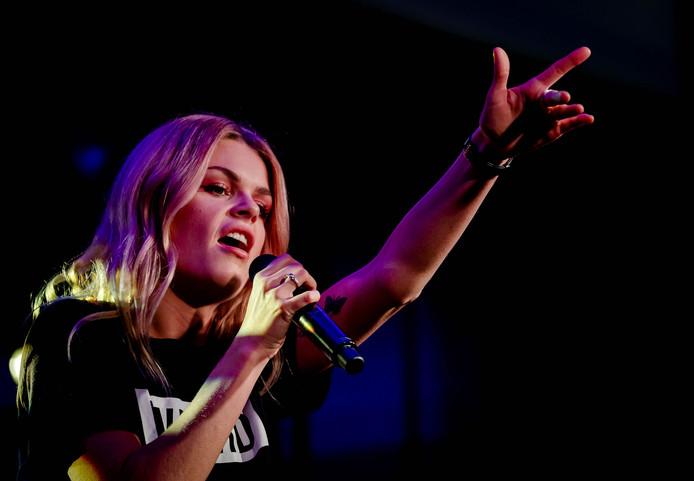 Davina Michelle tijdens haar optreden op de Top 40 launch party.