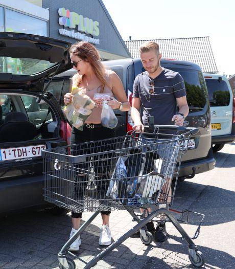 De Belgen mogen weer: vrolijke gezichten zijn terug in supermarkt in grensdorp Luyksgestel