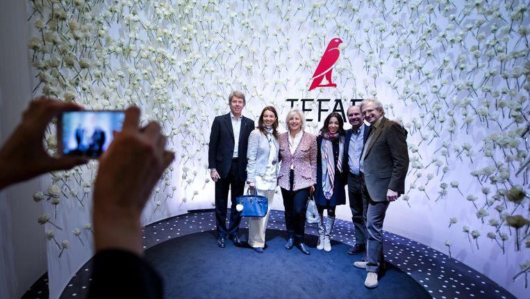 Bezoekers tijdens de kunstbeurs TEFAF in MECC. Verzamelaars, kunstliefhebbers en museumcuratoren kunnen nog t/m 22 maart terecht voor tienduizenden kunstwerken uit de hele wereld. Beeld anp