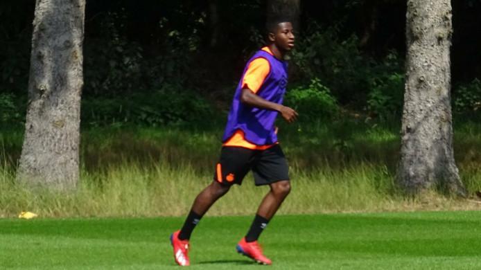 Mayer Méndez in actie op het trainingsveld bij PSV.