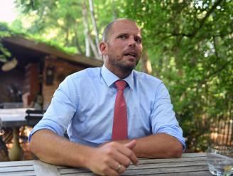 """Theo Francken (N-VA) spuwt gal over controle op quarantaine voor vakantiegangers: """"Richtlijnen kwamen rijkelijk laat en dan moeten de burgemeesters het maar oplossen. Typisch Belgisch"""""""