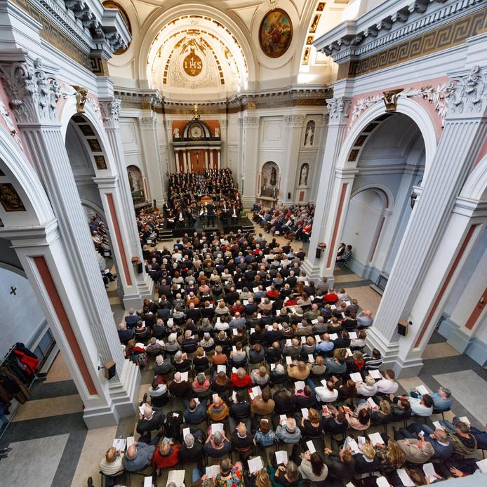 Uitvoering van de Matthäus Passion in de kapel van Saint Louis.
