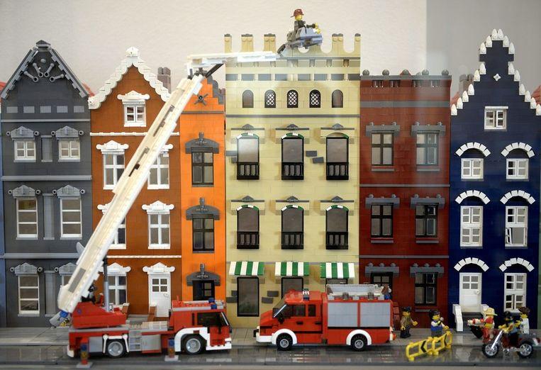Een brandweerwagen van Lego. Beeld epa