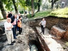 Archeologen noemen vondst restanten oude stadsmuur 'een cadeautje voor Utrecht'