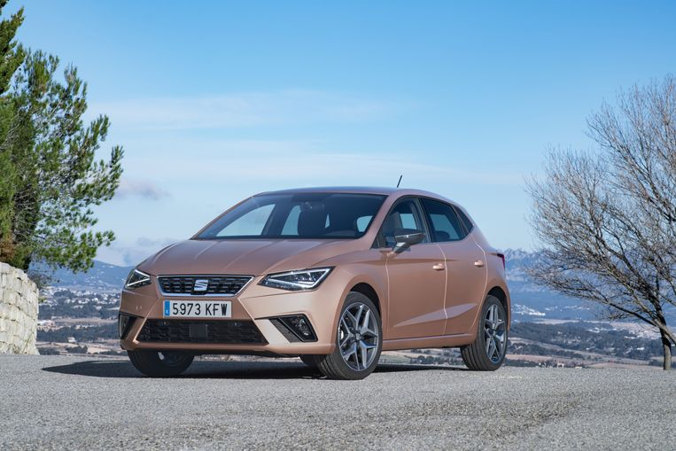 Interessant voor dagdagelijks gebruik om en bij de deur: de Seat Ibiza (16.690 euro). Na de Mii en de Leon heeft Seat nu ook een TGi-versie van de leuke Ibiza. En daar blijft het niet bij: straks volgt ook nog de kleine SUV van het huis, de Arona. De Ibiza is uitgerust met een driecilinder van één liter, goed voor 95 pk. Afhankelijk van je rijstijl heb je een autonomie op aardgas van 250 à 380 kilometer. Rij je ook de brandstoftank leeg, dan heb je een totale autonomie van 800 kilometer.