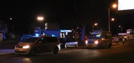 Automobilist belandt in ziekenhuis na ongeluk op singel in Enschede