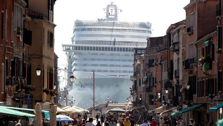 De MSC Divina bij Venetië. Beeld reuters