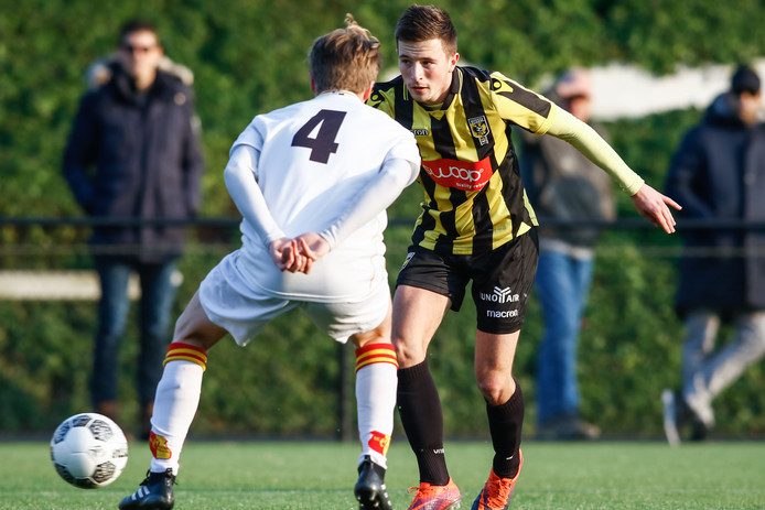Sven van Doorm (r) maakte op aangeven van Martijn Berden de 1-1.