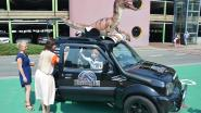 Vervelende prik in ziekenhuis? Helemaal vergeten na rit in safari-ambulance met dino op dak