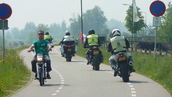 De Lekdijk is een populaire route bij motorrijders.