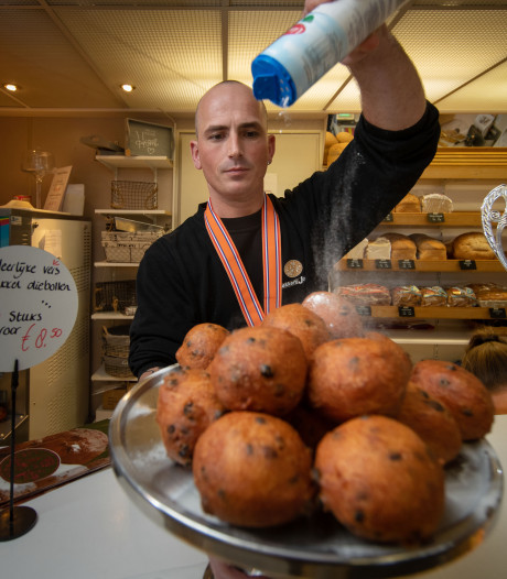 Deze bakker in Oldebroek heeft de lekkerste oliebollen van Nederland