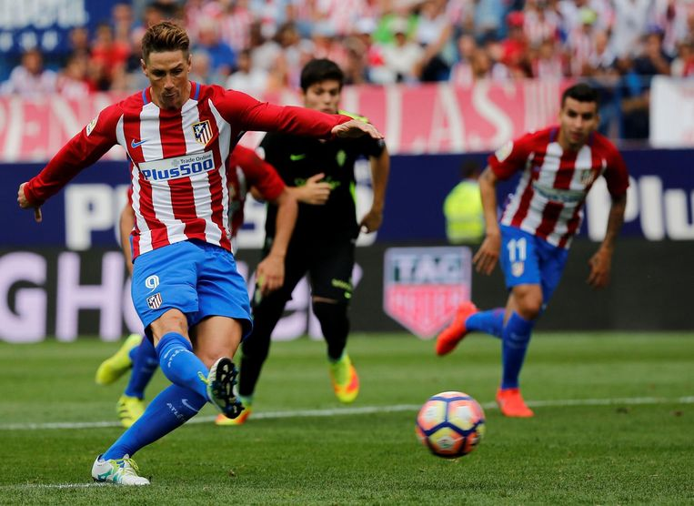 Fernando Torres maakt zijn tweede doelpunt. Beeld photo_news