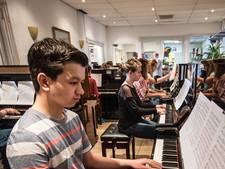 Huzarenstuk: vijftig piano's en vleugels op de 50ste verjaardag van de koning