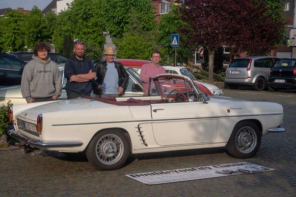 De organisatie bij één van de deelnemende wagens : Een Renault Floride uit 1961 waarmee Brigitte Bardot furore maakte.