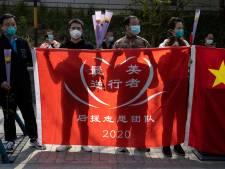 China herdenkt coronadoden met een 'jammerklacht' van drie minuten
