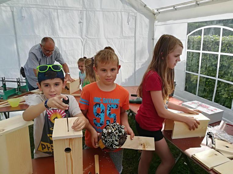 Het jonge volkje kon onder meer een workshop 'nestkastjes bouwen' volgen.