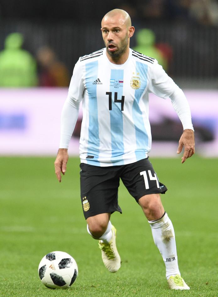 Javier Mascherano in actie voor Argentinië tegen Nigeria.