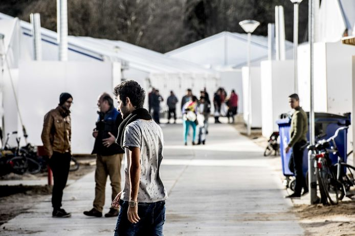 Vijf jaar geleden huisvestte Nijmegen al zo'n 3.000 asielzoekers in een opvangkamp op Heumensoord.