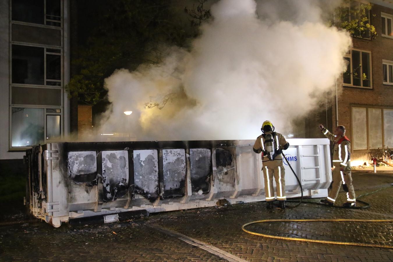 Op de Zijpendalstraat in Den Haag stond een grote container in brand.