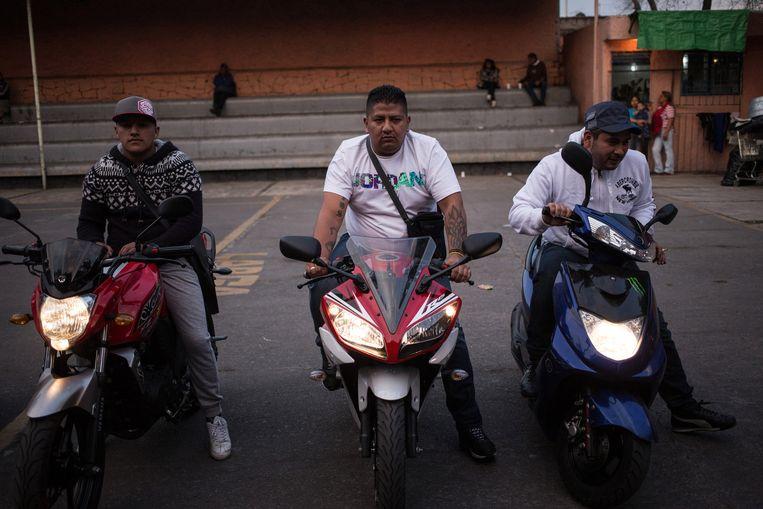 Motorrijders die een choreografie opvoeren bij een repetitie. Beeld Mauricio Palos