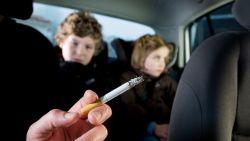 Roken in auto met kinderen? Voortaan tot 1.000 euro boete