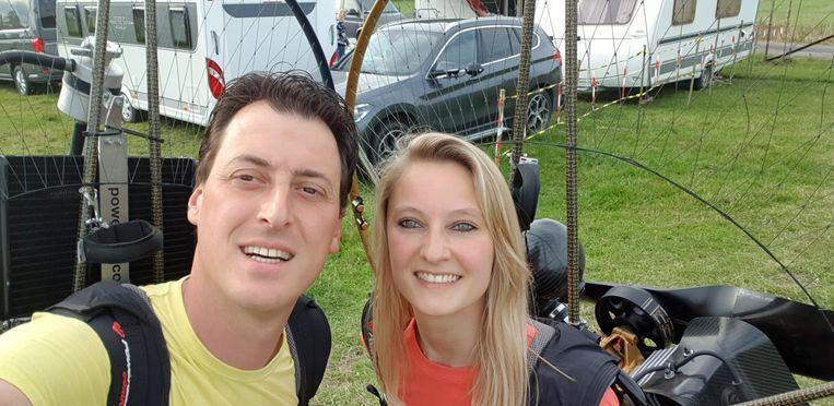 Lydia (32) verliest bewustzijn en stort neer met parapente  foto: Lydia Jaecques (32) en haar partner, Aymard Demeyere.  foto Hans Verbeke