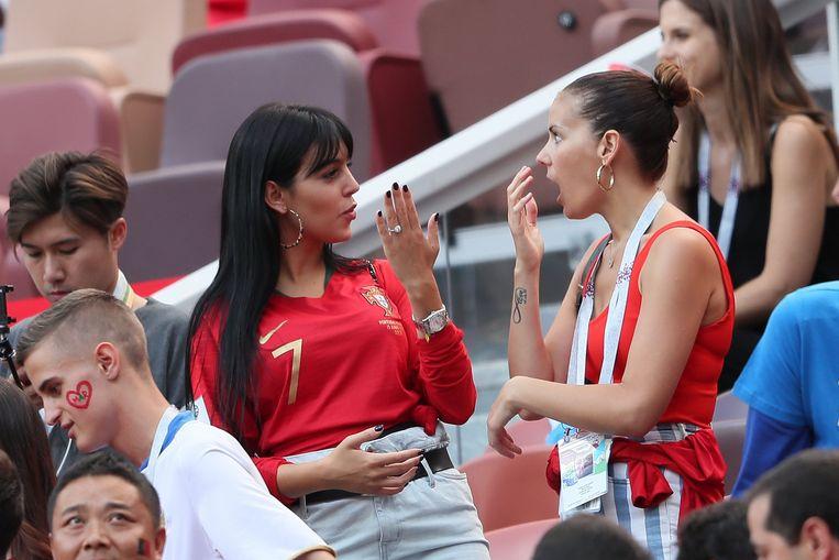 Tijdens de WK-match tussen Portugal en Marokko pronkte Rodriguez met een ring met een uit de kluiten gewassen diamant. Volgens velen een verlovingsring, maar dat werd niet bevestigd door het koppel.