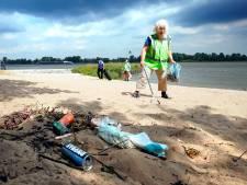 Honderden peuken, blikjes en dopjes bij de rivier: 'Ze ruimen het wel op, toch?