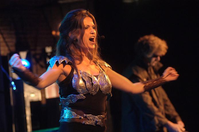 Zangeres Annet van den Hout bij een van haar twee optredens tijdens De Aanloop.