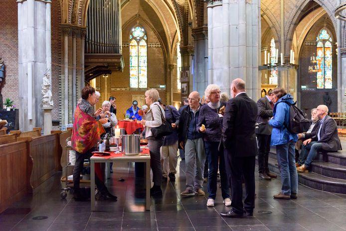 Bij de Catharinakerk in Eindhoven wordt een zogeheten solidariteitsmaaltijd gehouden op de dag van de armoede.