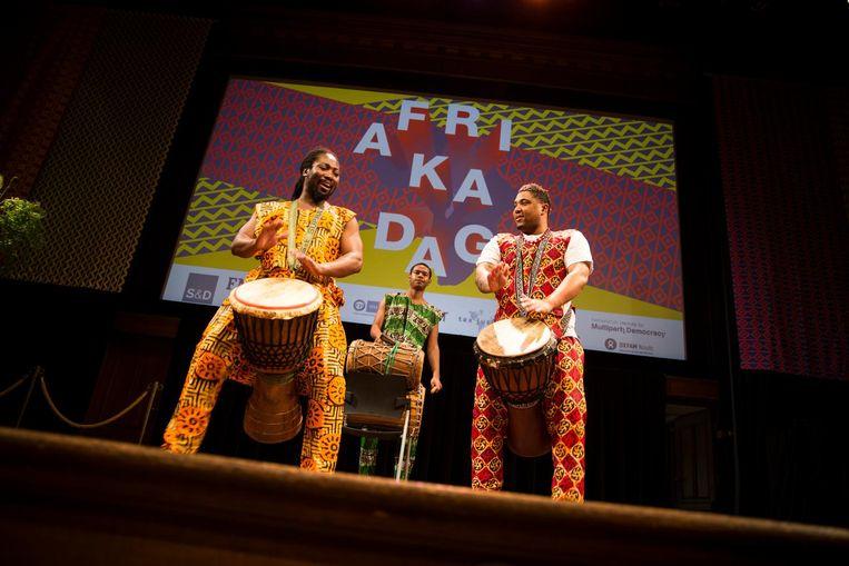 Er is ook genoeg muziek tijdens de jaarlijkse Afrikadag Beeld Roos Trommelen