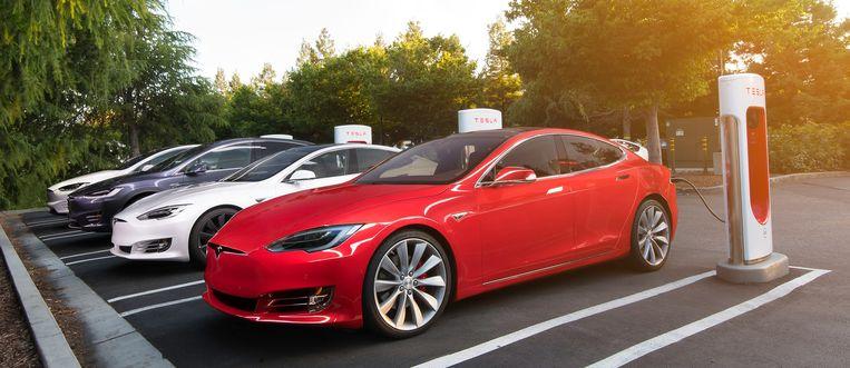 De huidige elektrische auto met de grootste autonomie is de Tesla Model S Long Range, die het zo'n 600 kilometer kan uitzingen op één enkele batterijlading.