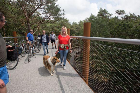 Eerste openingsdag van fietsen door de bomen in Hechtel