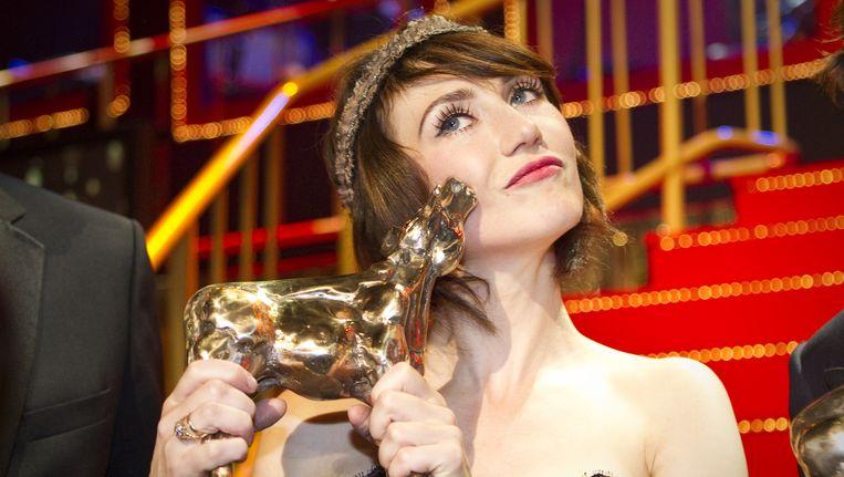 Carice van Houten met een Gouden Kalf in 2011 Beeld anp