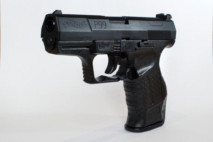De Walther P99Q, het dienstwapen van de politie. Daarvan werden er vorig jaar 23 gestolen bij een kraak in Zutphen.