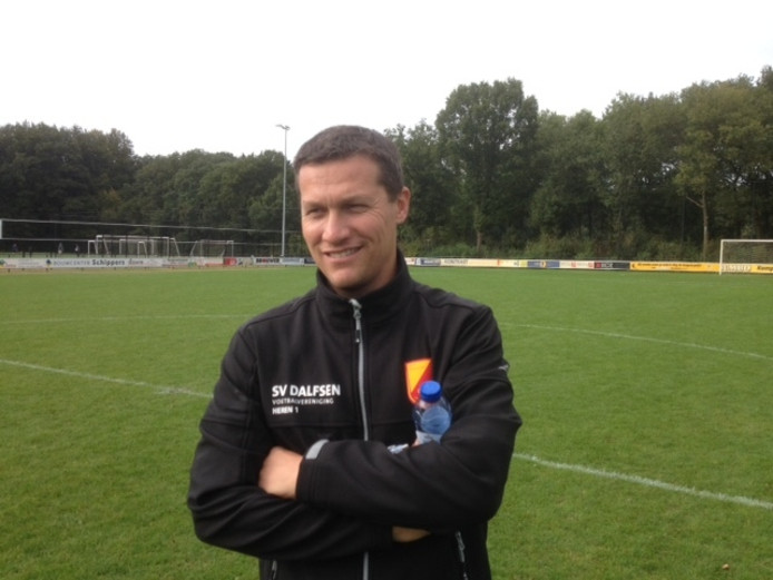 Dalfsen-trainer Jacob Grooten kan na de behaalde overwinning in blessuretijd lachen